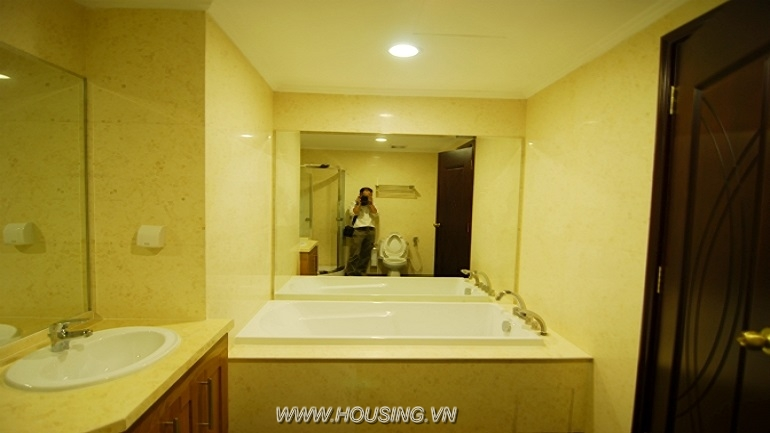 Fully furnished apartment Royal city (10)