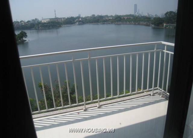 studio apartment views Truc Bach lake