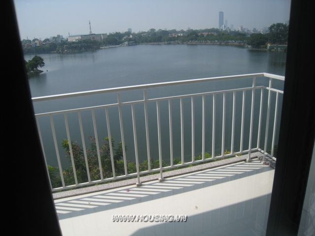Studio apartment views Truc Bach lake for rent