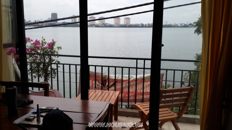 Hanoi Lake View Apartment for rent in Xom Chua