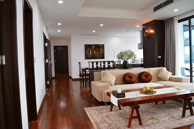 Cho thuê căn hộ Tây Hồ mặt đường Quảng Khánh