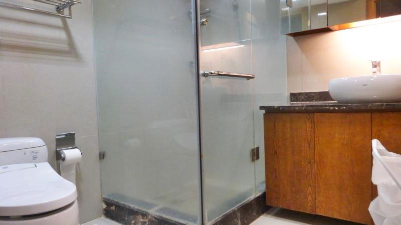 5. bathroom (1)