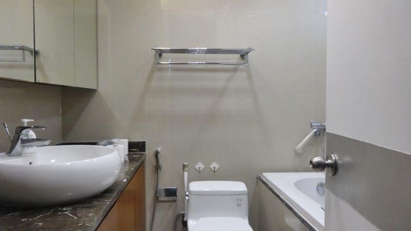 5. bathroom (2)
