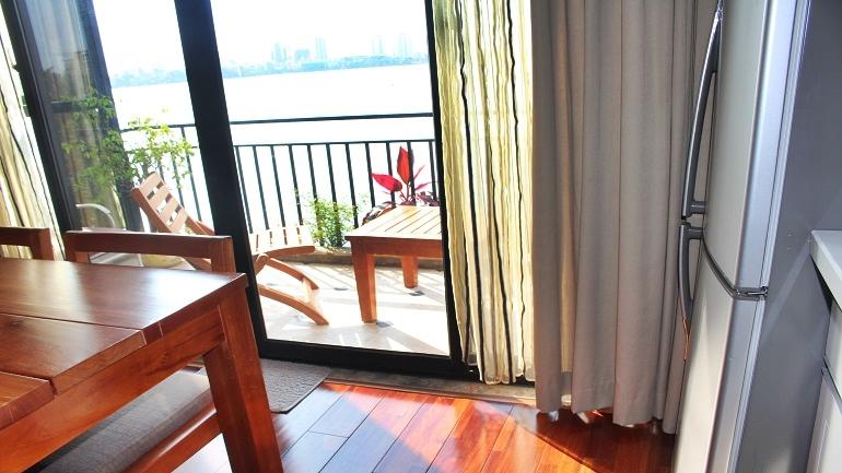 Cho thuê căn hộ tuyệt đẹp ven hồ Tây