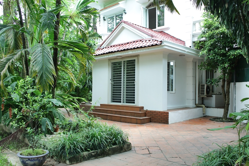 Luminous Villa in Tay Ho for rent with 6 bedrooms