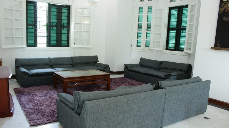 Villa in Tay Ho for rent with 3 bedrooms