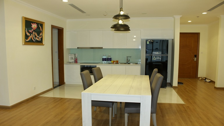 Three bedroom apartment in Vinhomes Nguyen Chi Thanh for rent
