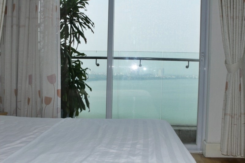 Lake view apartment in Golden Westlake for rent