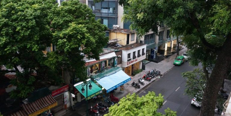 Flat in Hoan Kiem district Hanoi for rent 02 bedrooms