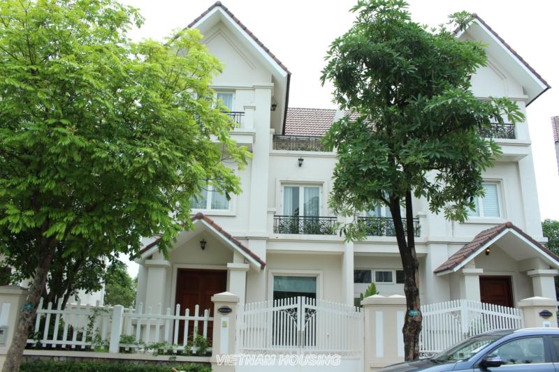 Cho Thuê Biệt Thự 4 phòng ngủ Vinhomes Riverside