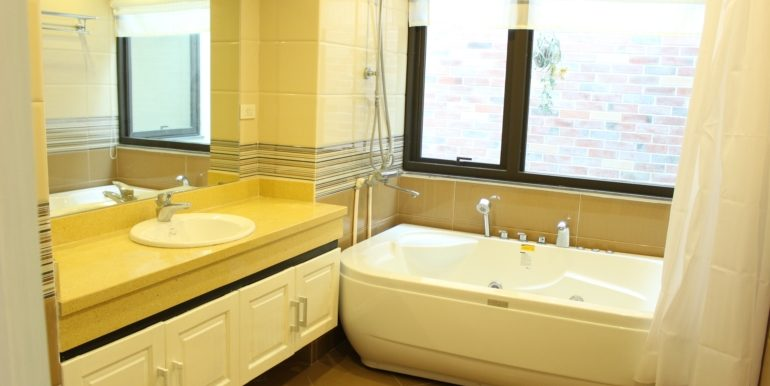 yen phu serviced apartment 13
