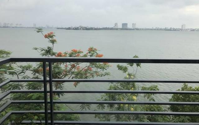 Cho thuê biệt thự Mặt phố Nguyễn Đình Thi view trọn Hồ Tây