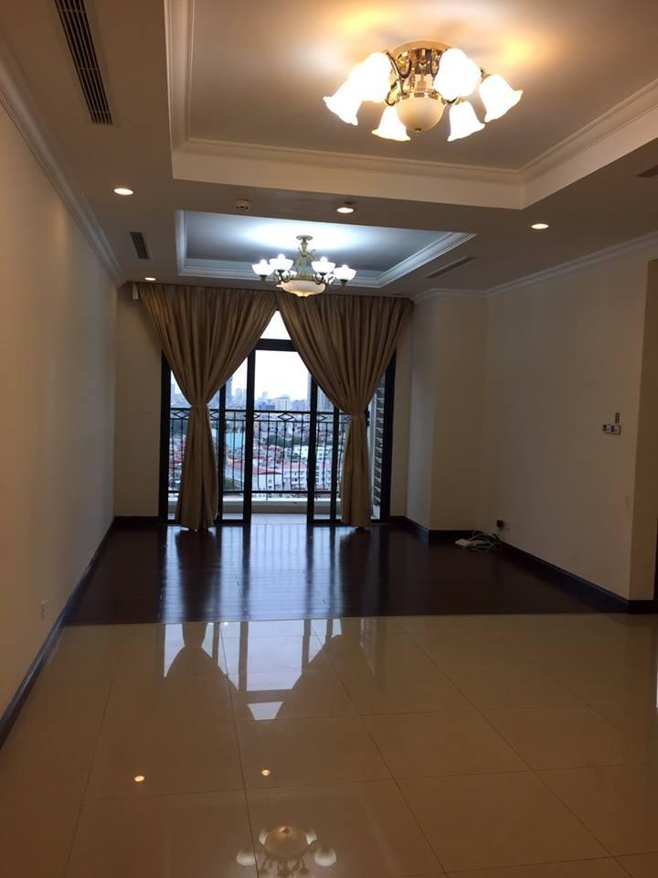 Cho thuê căn hộ Royal City 2 phòng ngủ, đồ cơ bản