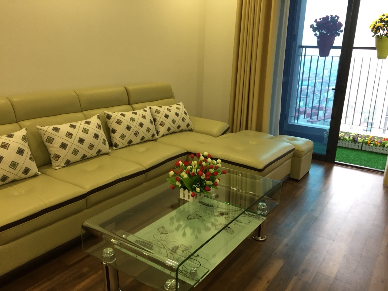 Cheap 3 Bedroom Apartment In Goldmark City Ho Tung Mau
