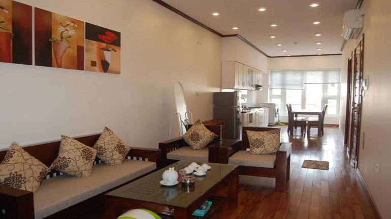 Cho thuê căn hộ 2 phòng ngủ gần hồ Trúc Bạch
