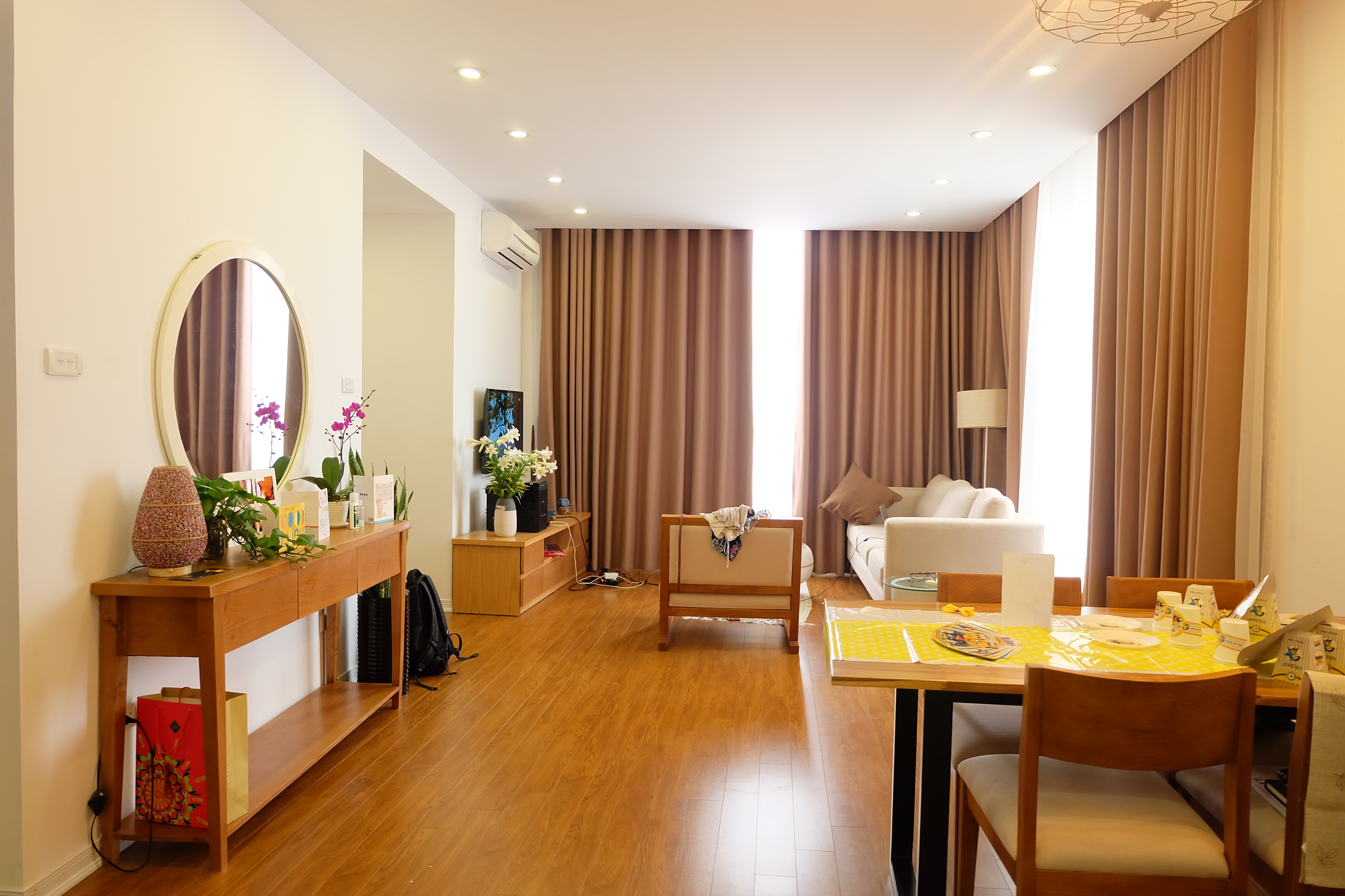 Lakeview 2 Bedroom Serviced Apartment In Xuan Dieu For Rent