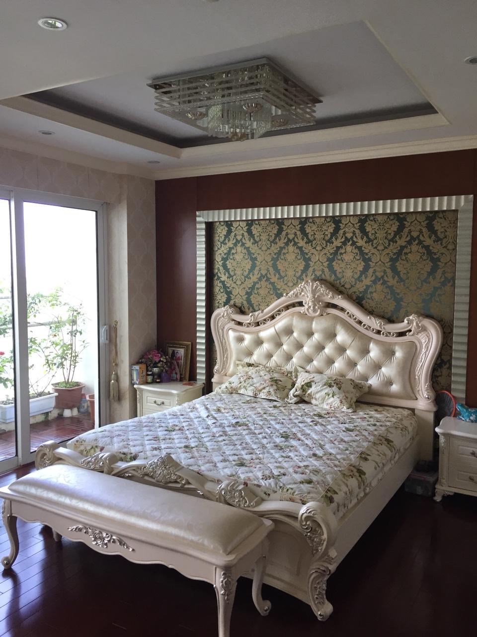 Three-bedroom Apartment L1 Ciputra Hanoi for rent