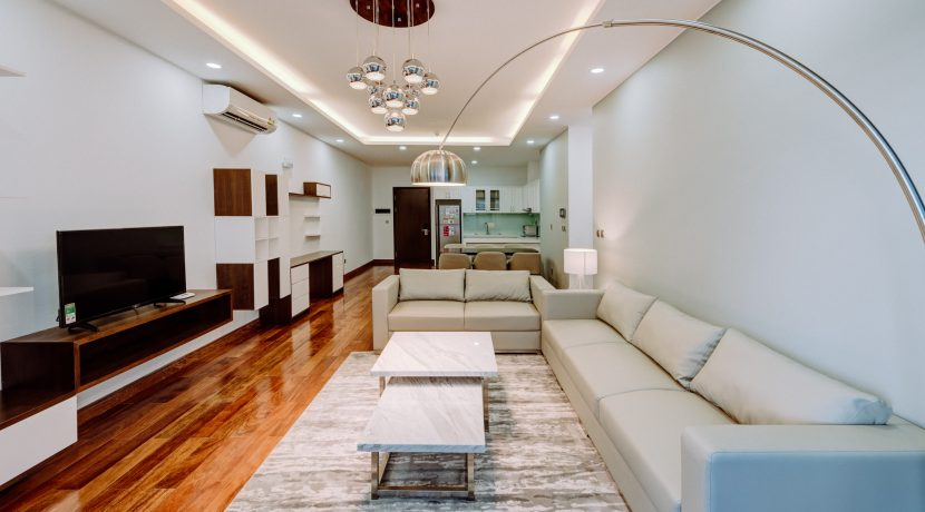 Three-bedroom Apartment Trang An complex