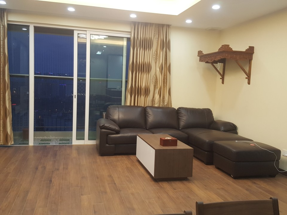 Seasone Avenue Apartment with 3 bedrooms for rent