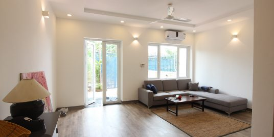 Five-bedroom House in Tay Ho for rent