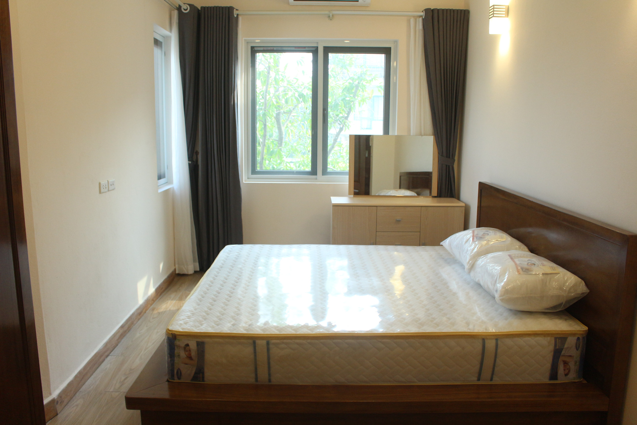 Brandnew Apartment Ba Dinh, Hoang Hoa Tham street for rent