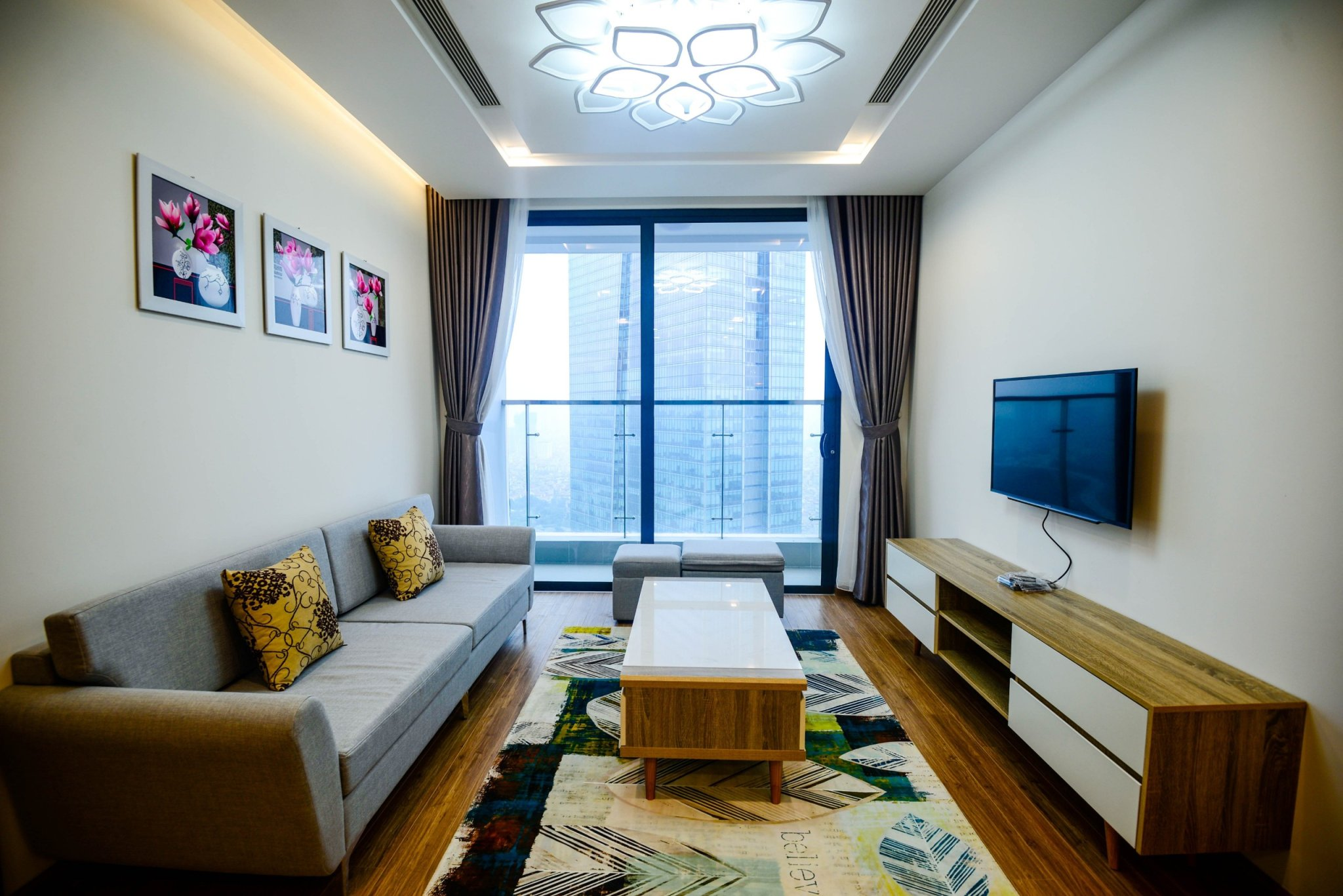 Well-designed apartment Vinhomes Metropolis
