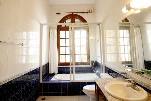 32. bathroom on 02 floor shear